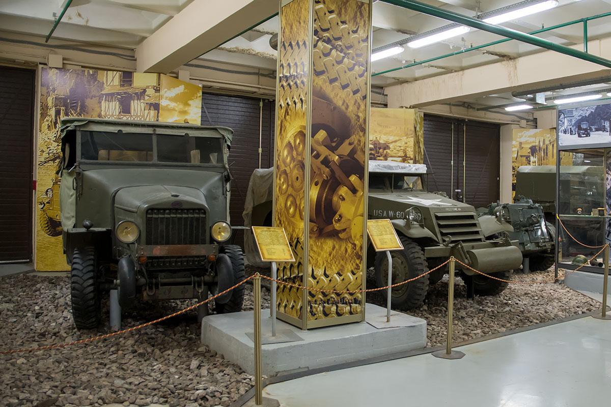 Выставка моторы войны на двух экспонатах демонстрирует оригинальные приспособления для передвижения по ухабам пересеченной местности.