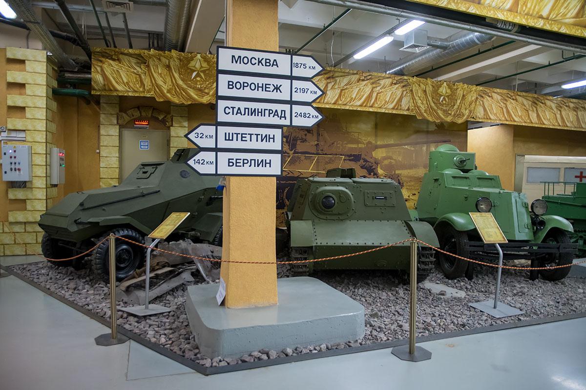 Выставка моторы войны отражает явное отставание Советского Союза в освоении бронированных машин, связанное с пристрастием командиров к кавалерии и конной тяге.