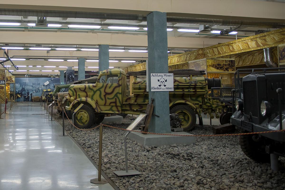 Среди представленных моторов войны фашистской Германии выделяется пожарный Опель, у которого были собратья различной специализации.