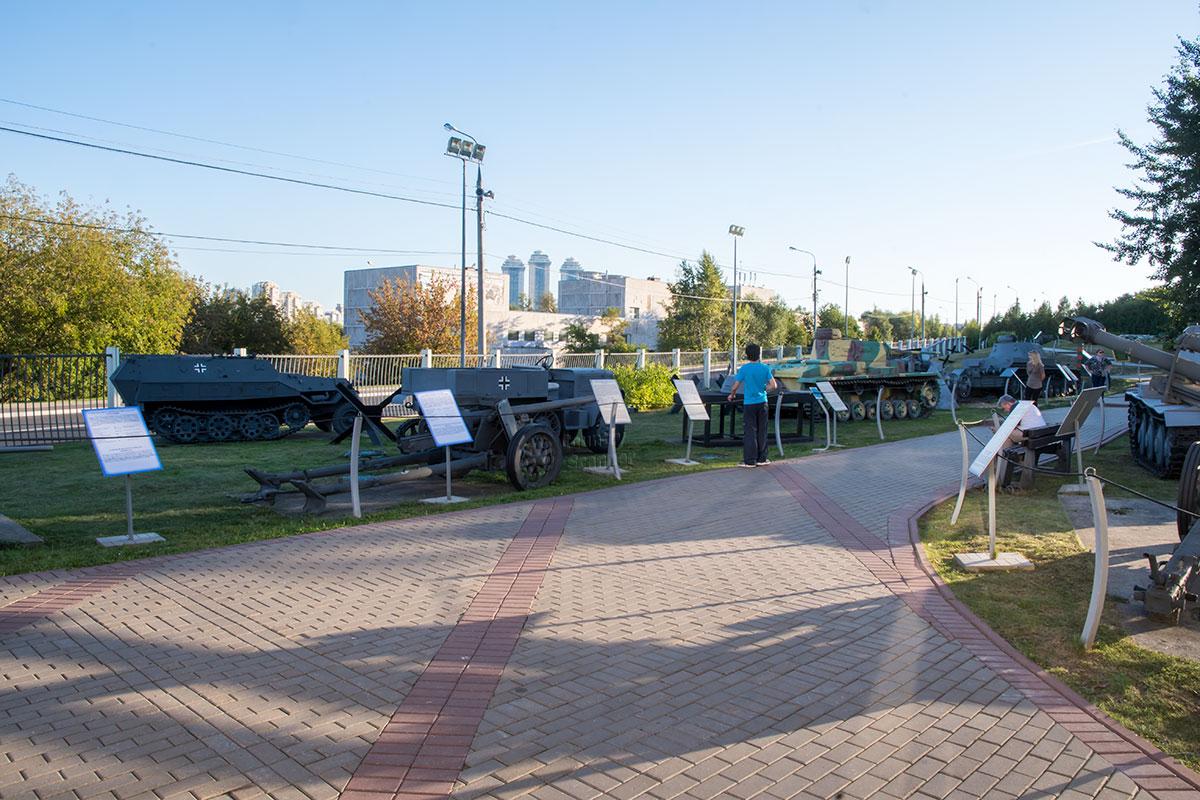 Открытый музей военной техники в Москве, на Поклонной горе – одна из экспозиций Парка Победы, оборудованная на открытом воздухе.