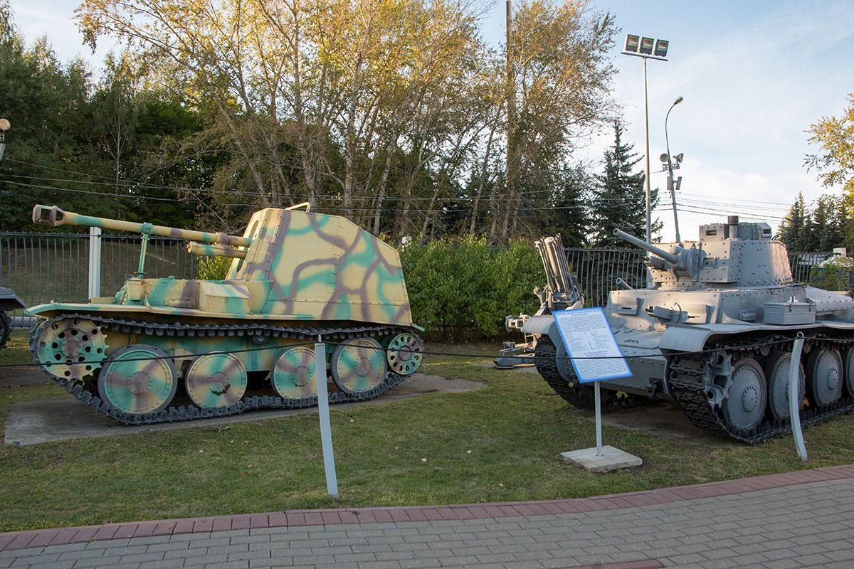 В качестве экспонатов открытый музей военной техники использует восстановленные боевые машины, участвовавшие в сражениях, и полноразмерные копии.