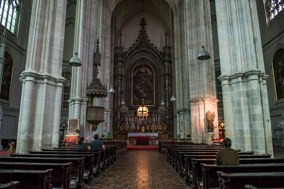 Среди главных достопримечательностей церкви Миноритов – ее алтарь в стиле новой готики с алтарной иконой Марии Снежной, фреска с ликом Франциска Ассизского.