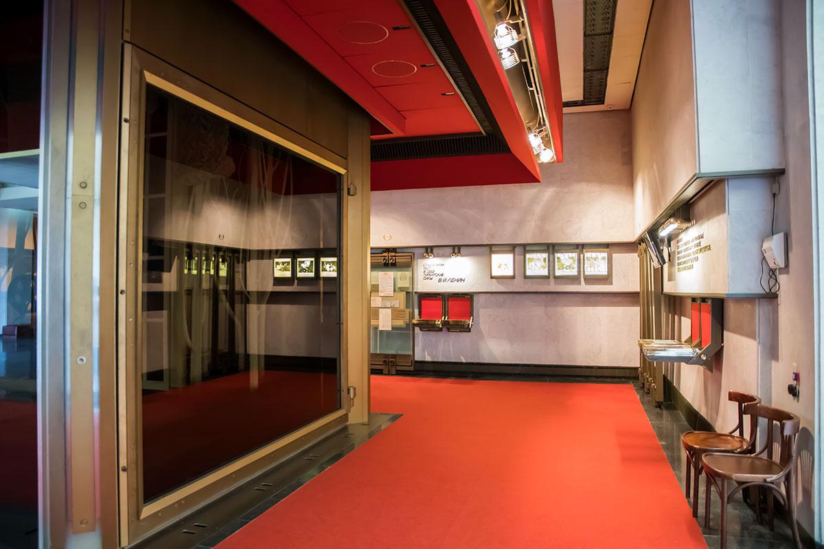 Зеркальные кубы в тематических залах музея Ленина – не декоративные украшения, а новая система представления информации.