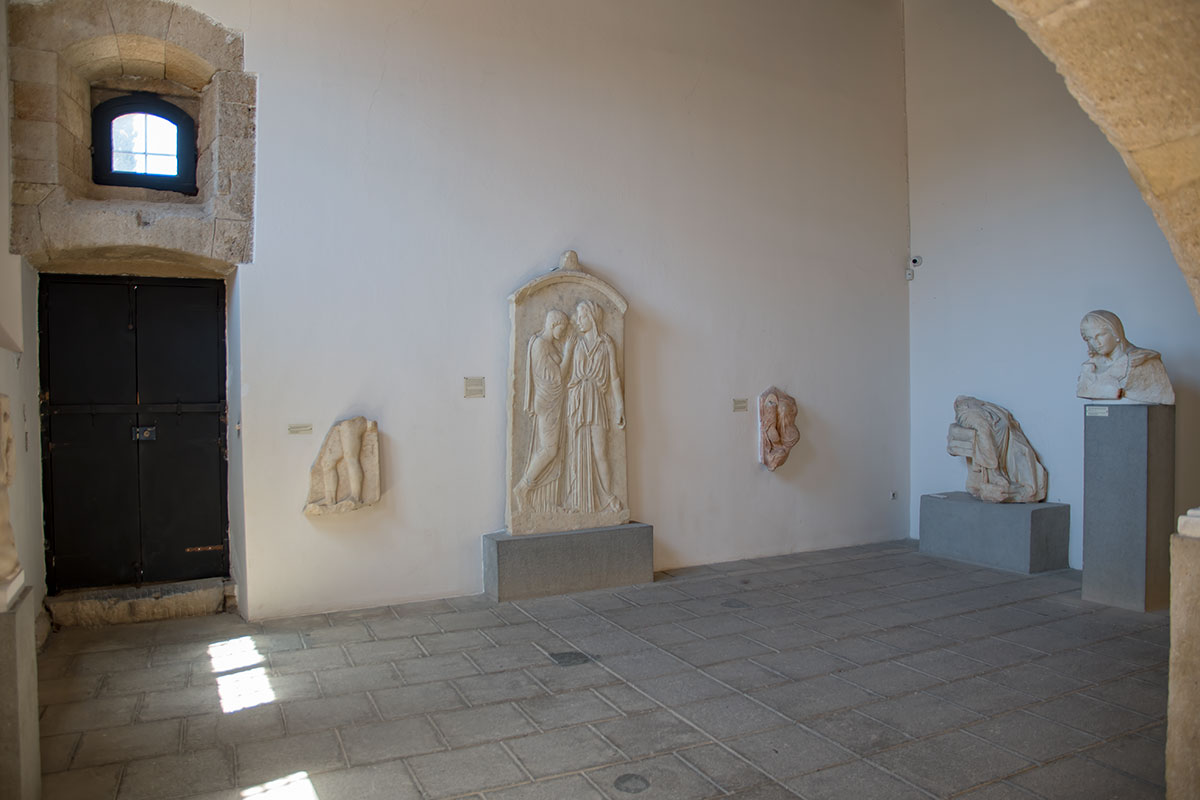 Под размещение многочисленных экспонатов Археологический музей Родоса использовал все помещения бывшего госпиталя, даже кухонные.