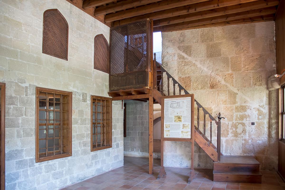 Экспозицию мусульманского быта Археологический музей Родоса открыл сравнительно недавно, она напоминает о турецкой оккупации острова.