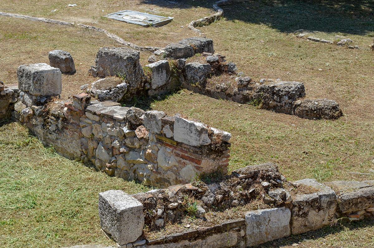 Сам факт существования в центре древних Афин таких объектов, как Библиотека Пантаинос, подтверждает культурное значение города.