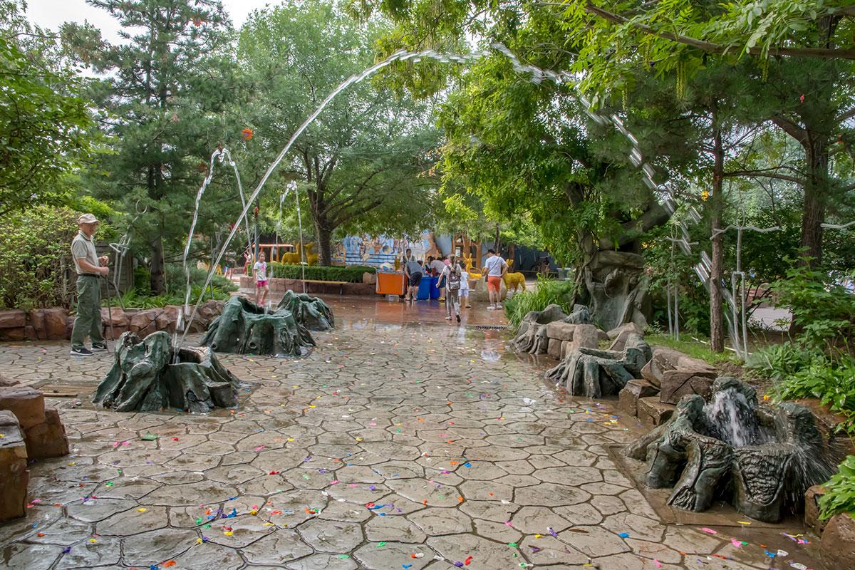 Пекинский развлекательный парк Happy Valley располагает многочисленными детскими секторами, один был закрыт на уборку.