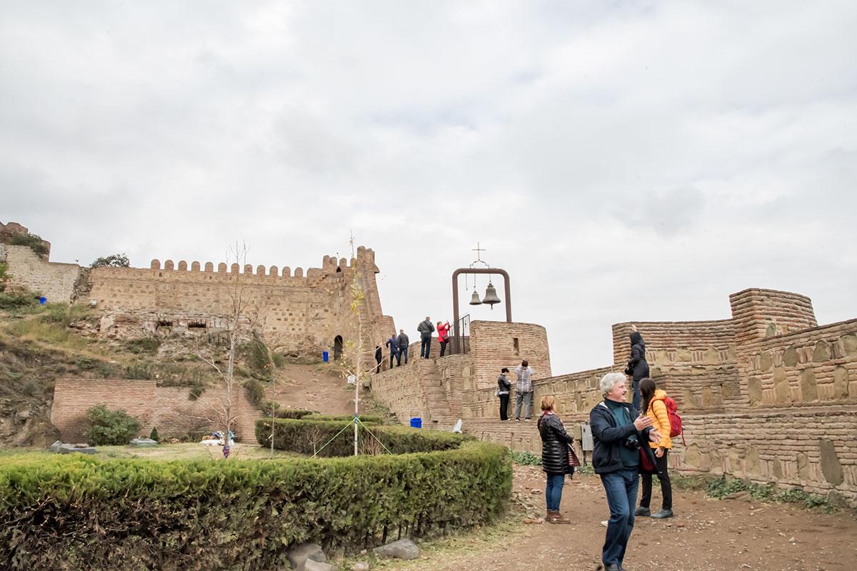 Предполагаемая звонница храма оказалась тревожной колокольней, которой крепость Нарикала была оборудована для оповещения населения Старого города.