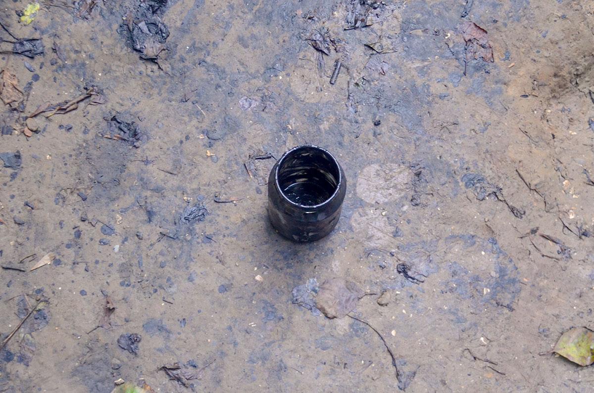 Добыча грязи Агурских сероводородных источников ведется подручными средствами, при их отсутствии – собственными руками.