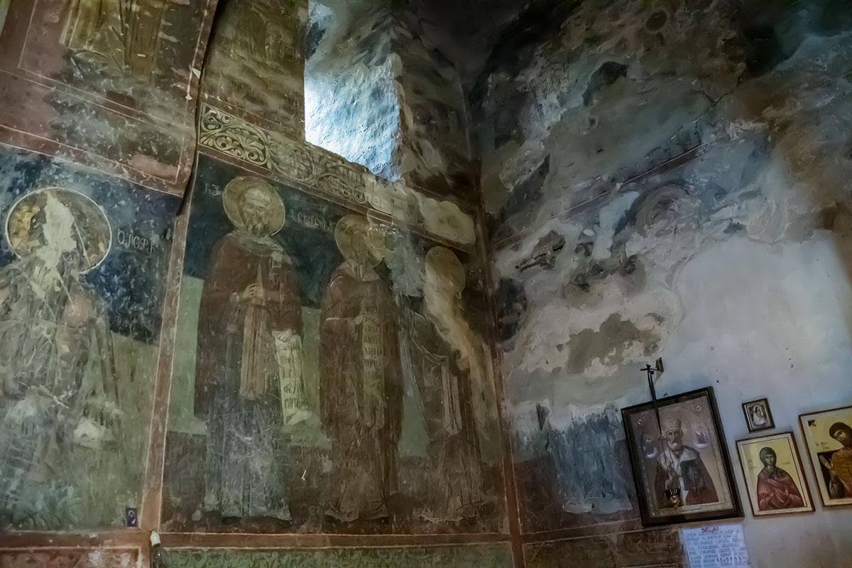 Главной реликвией замка Греми является захоронение его основателя, кахетинского царя Левана, прямо в главном помещении святилища.