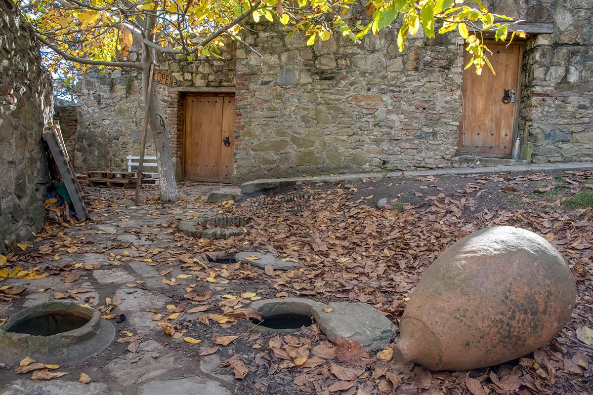 Существовавший в замке Греми Архангельский монастырь, как было заведено издавна, занимался виноделием, от которого остались бродильные чаны.
