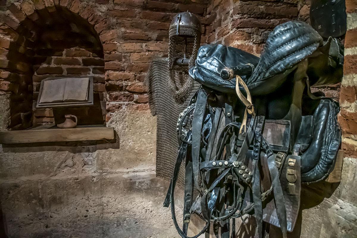 Амуниция стражников замка Греми, либо самого царя, представлена в замке Греми кольчугой и шлемом, а также конской сбруей и седлом всадника.