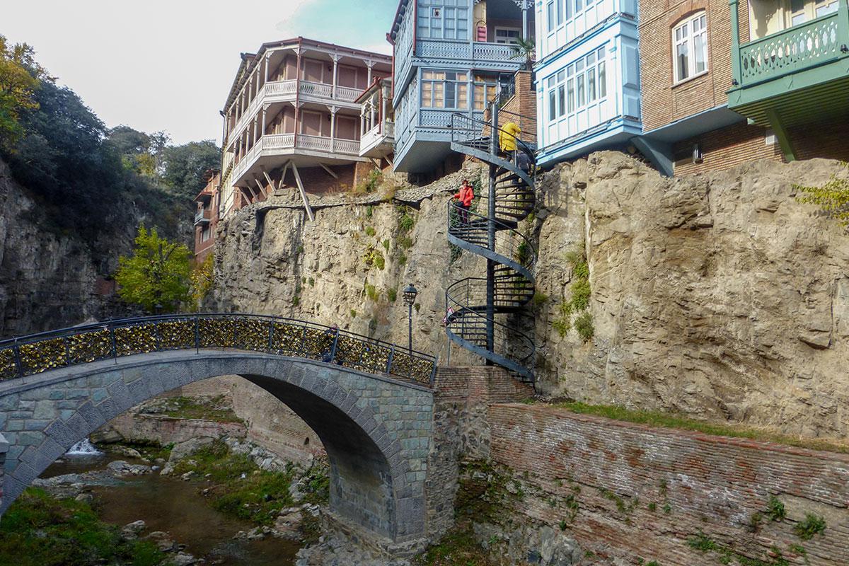 Восстановленное в 2012 году ущелье Легвтахеви против старинного вида преобразилось, домики обновлены, речка очищена, построены новые привлекательные объекты.