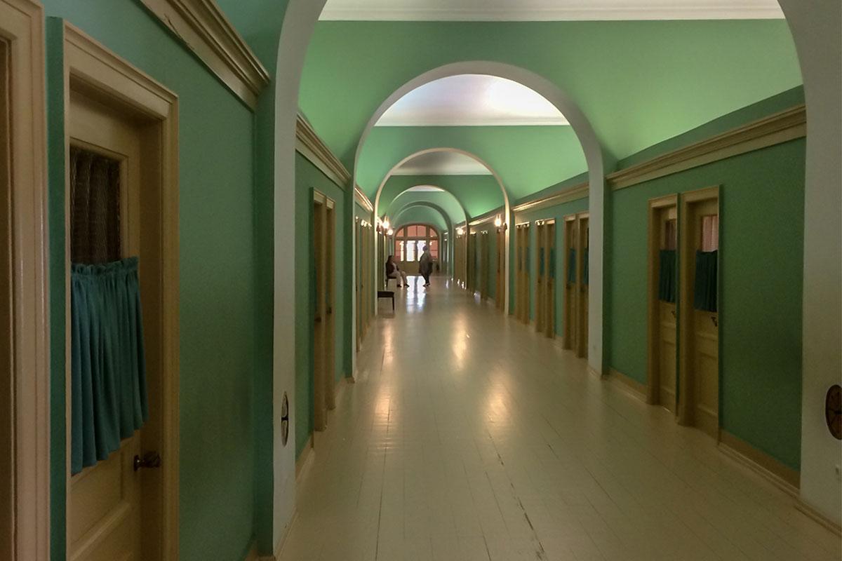 Верхний этаж Музея-лицея Пушкина восстановлен в облике общежития коридорного типа, которое существовало во время обучения Александра Сергеевича.