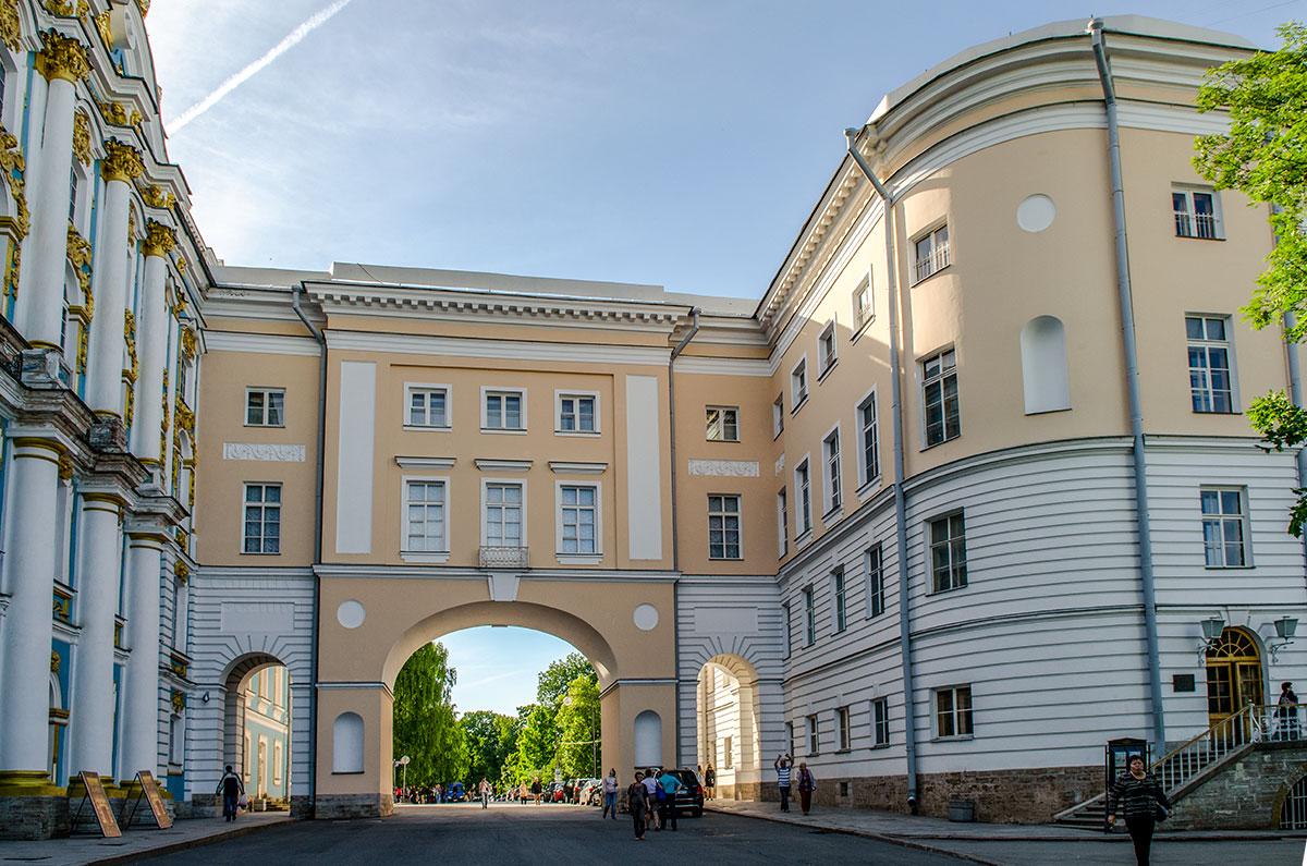 Классический архитектурный облик здания Музея-лицея Пушкина, примыкающего к церковному флигелю Екатерининского дворца, сохраняется неизменным.