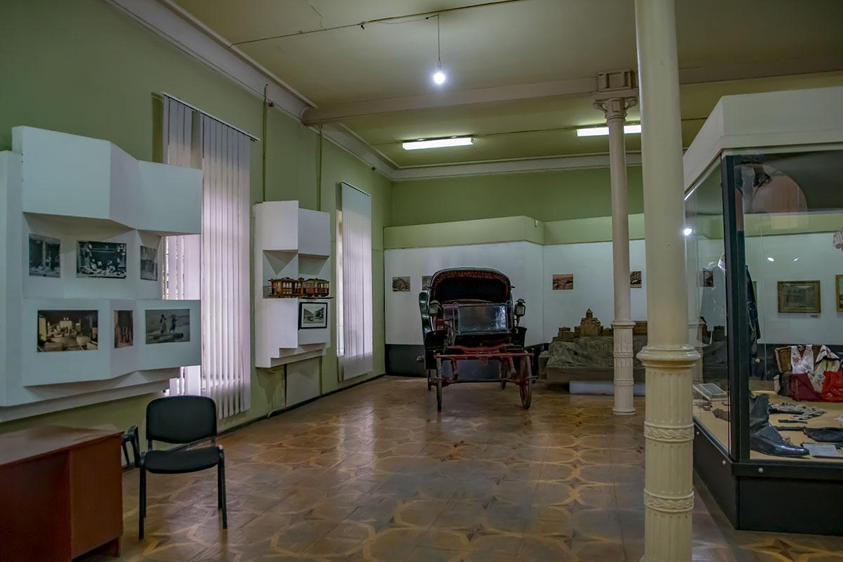 Отдельные подлинные экспонаты Музея истории Тбилиси вызывают неподдельный интерес публики, как конный экипаж и трамвайные вагоны, уже не используемые.