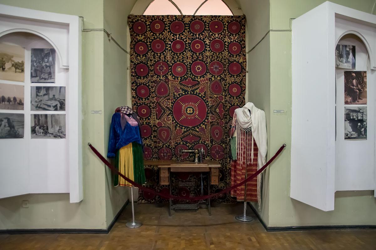 Как и полагается хранилищу этнографической направленности, Музей истории Тбилиси сохраняет множество экспонатов народного творчества и ремесел.
