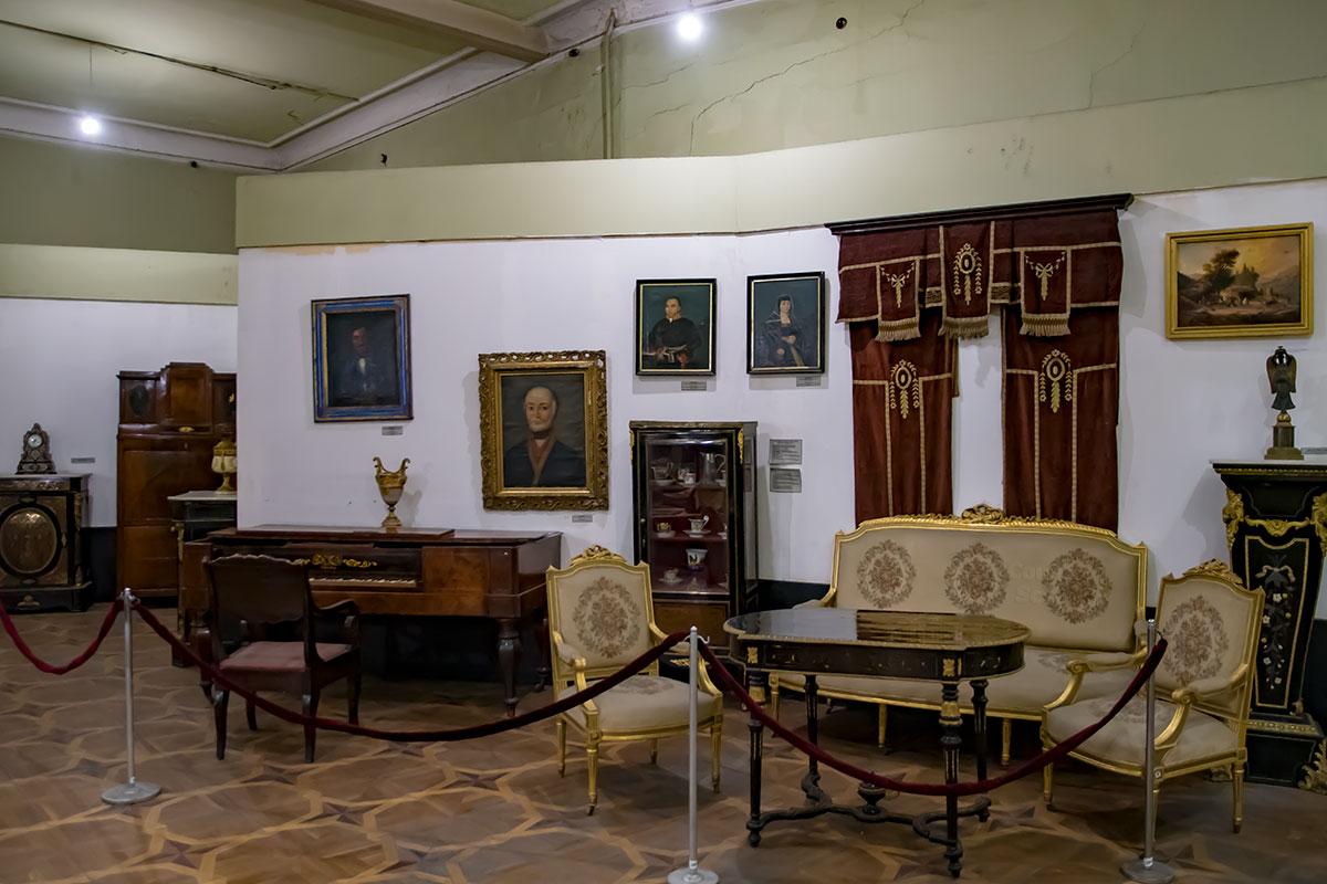В краеведческой экспозиции Музея истории Тбилиси обнаруживаются незаурядные экспонаты, от живописных полотен и мебели до музыкальных инструментов.