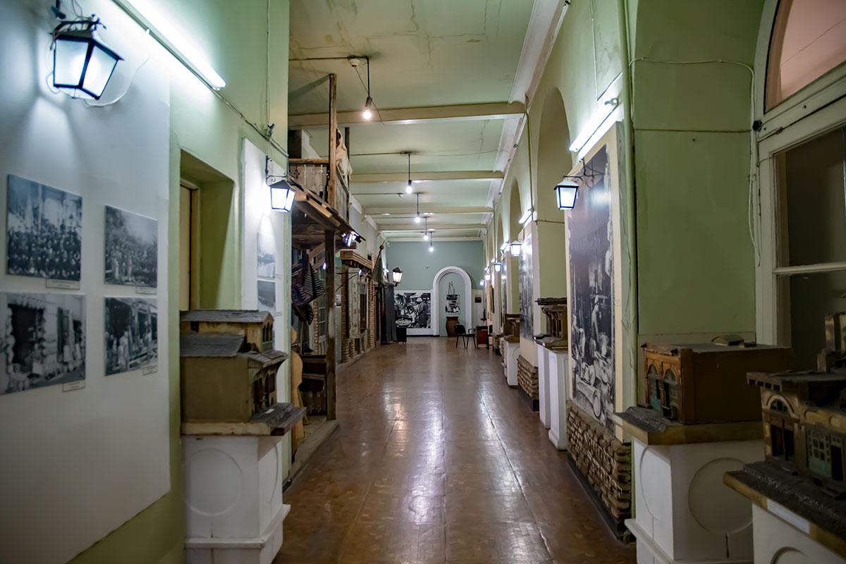 Историко-краеведческая экспозиция Музея истории Тбилиси предлагает посетителям увидеть реальный облик торговых лавок и ремесленных мастерских.