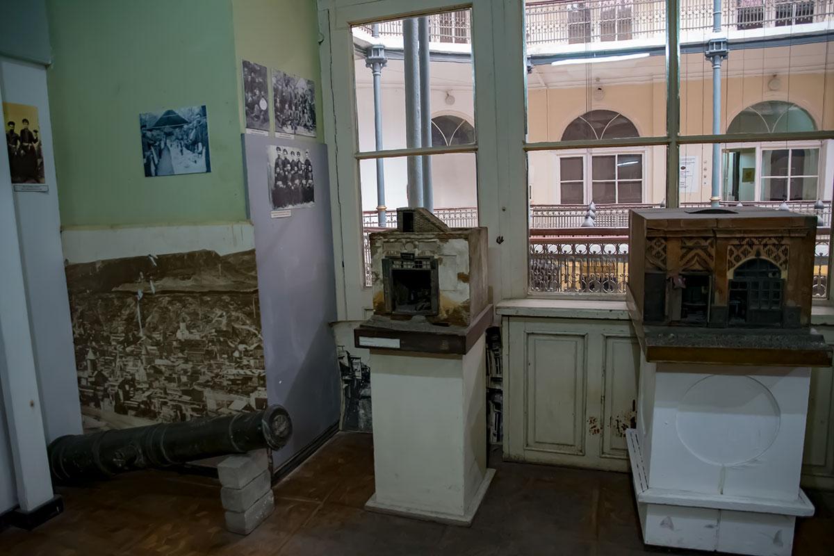 Отличительной чертой Музея истории Тбилиси многим посетителям представляется обилие уменьшенных копий исторических зданий, начиная с древних.