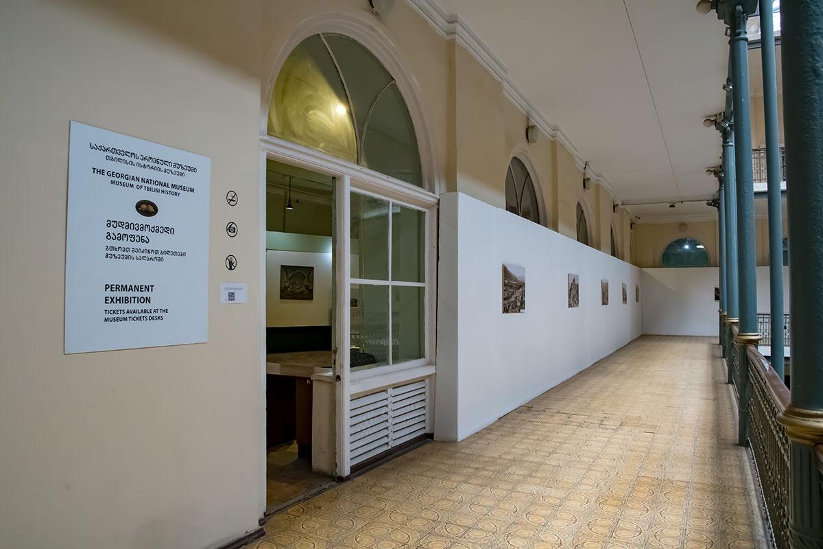 Прекрасно сохранив металлические конструкции 1818 года, Музей истории Тбилиси недостаточно финансируется для поддержания остальных компонентов здания.