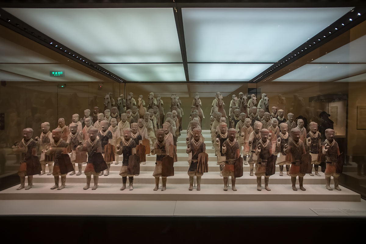 Национальный музей Китая во множестве демонстрирует скульптурные произведения из самого распространенного в стране материала, обожженной глины.