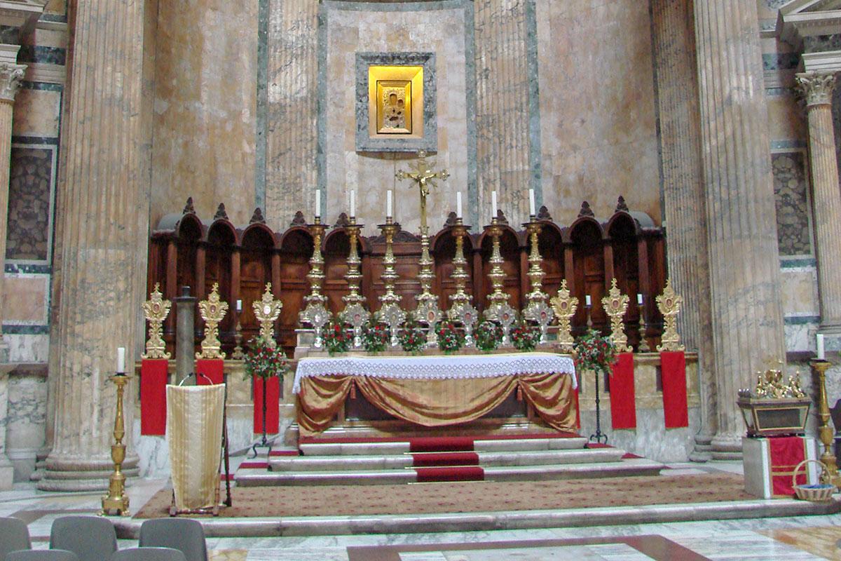 Сейчас Пантеон в Риме, официально – Базилика Святой Марии и Мучеников, декорирован с полном соответствии с католическими канонами.