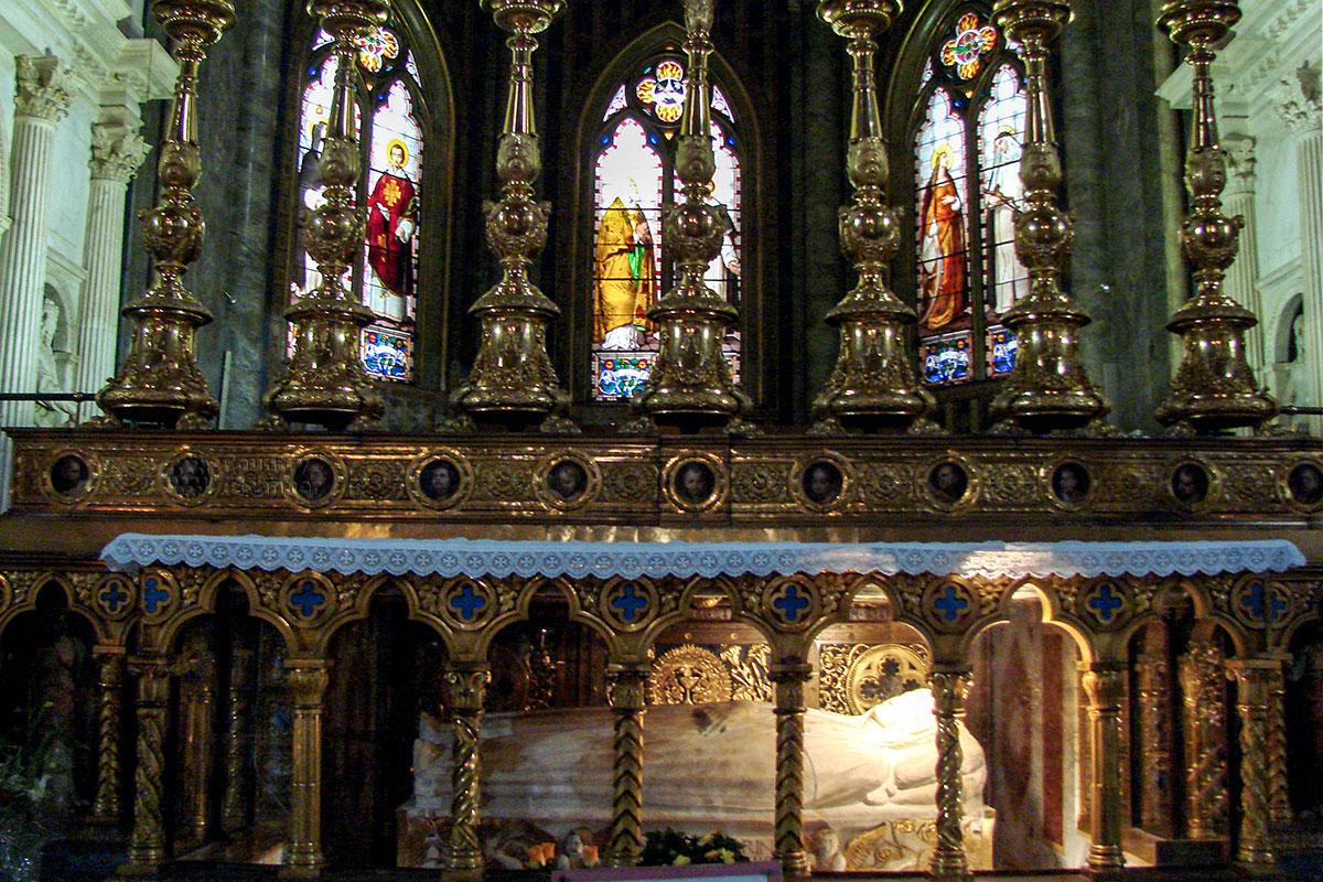 Главной святыней базилики Санта Мария сопра Минерва остается надгробие с мощами святой Екатерины Сиенской, причисленной к Учителям Церкви, в главном алтаре.