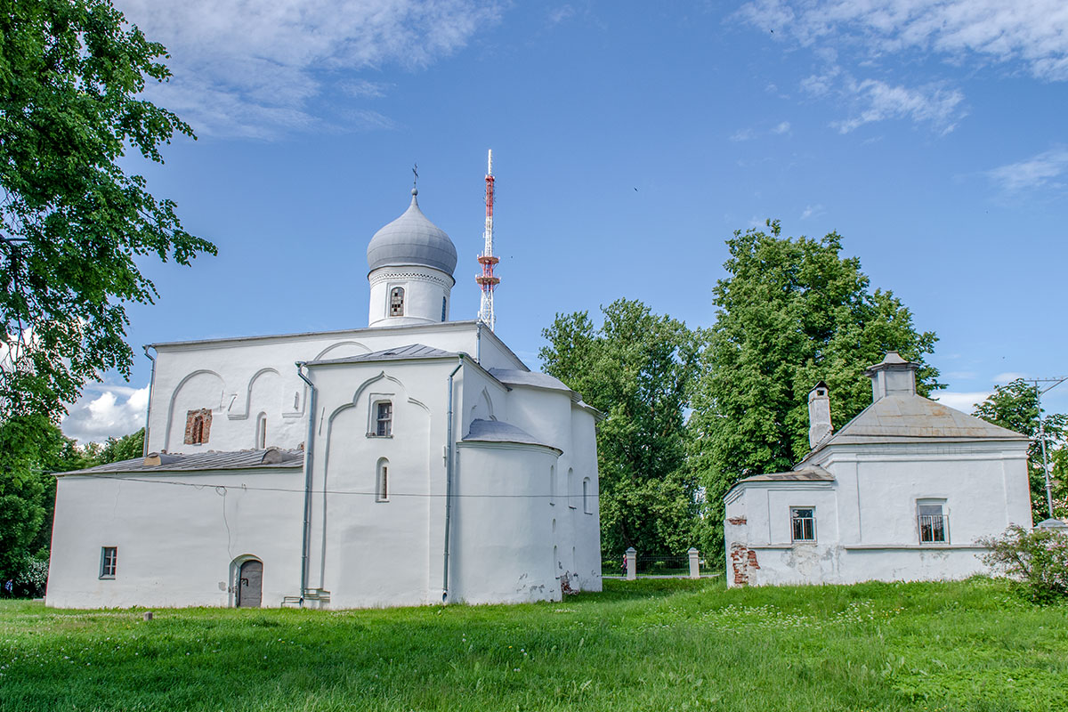 Церковь Успения Пресвятой Богородицы на Торгу сохранила свой южный придел в честь мученицы Екатерины, построенный в 1409 году.