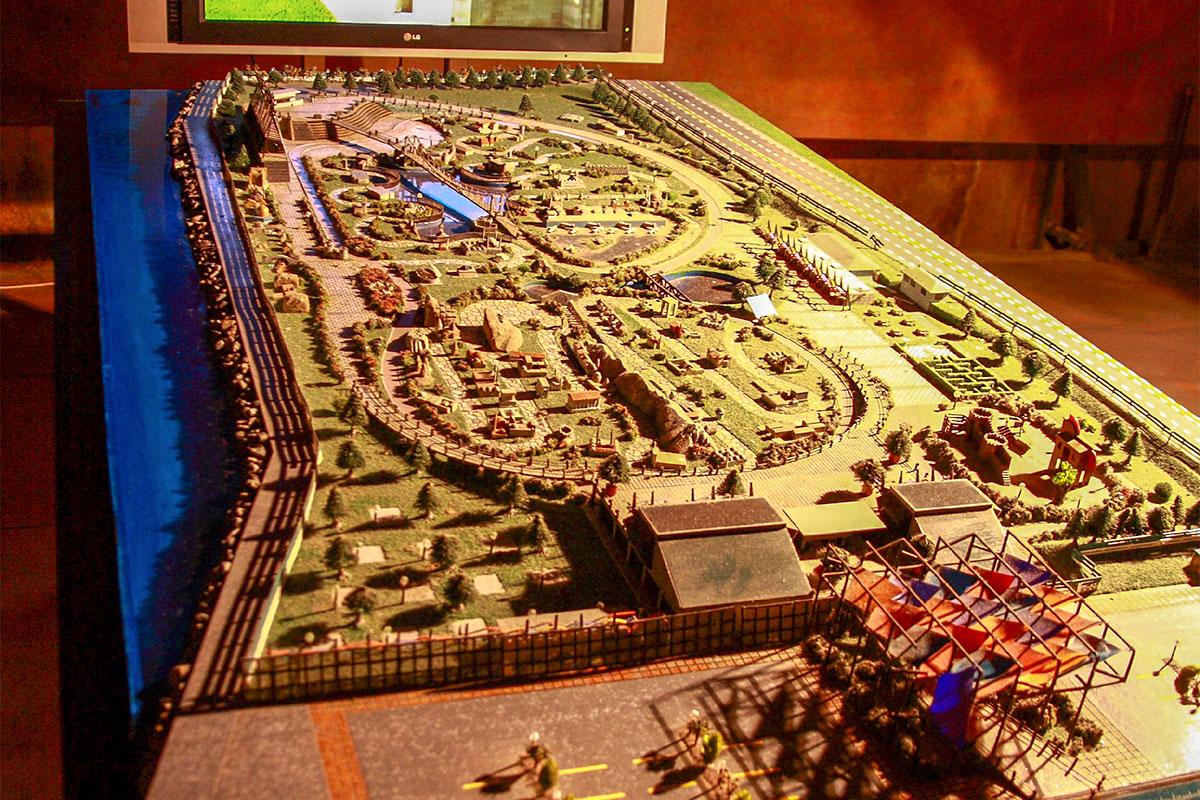 Музейная экспозиция, которой Цистерна Базилика встречает своих посетителей, демонстрирует вид Константинополя до времени ее сооружения.