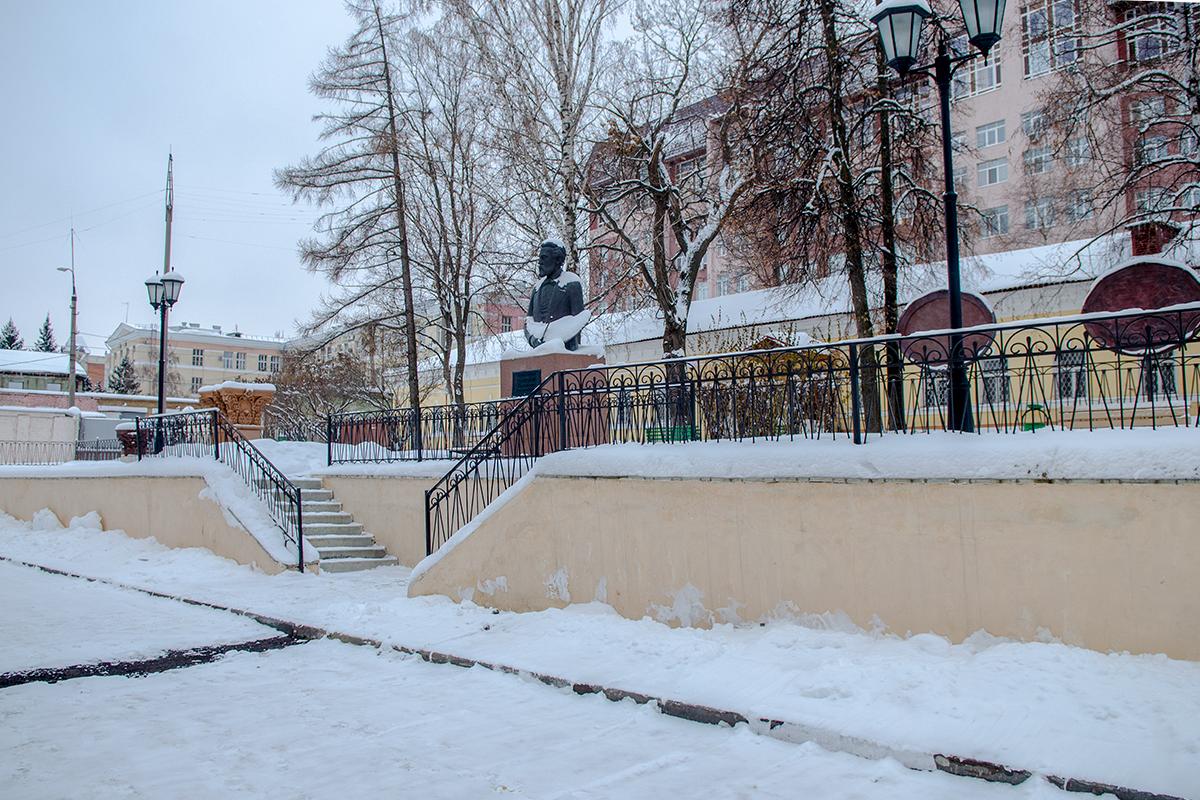 Во внутреннем дворе Губернаторского дома в Пензе в 2011 году установлен памятник Константину Савицкому, первому директору картинной галереи и училища.