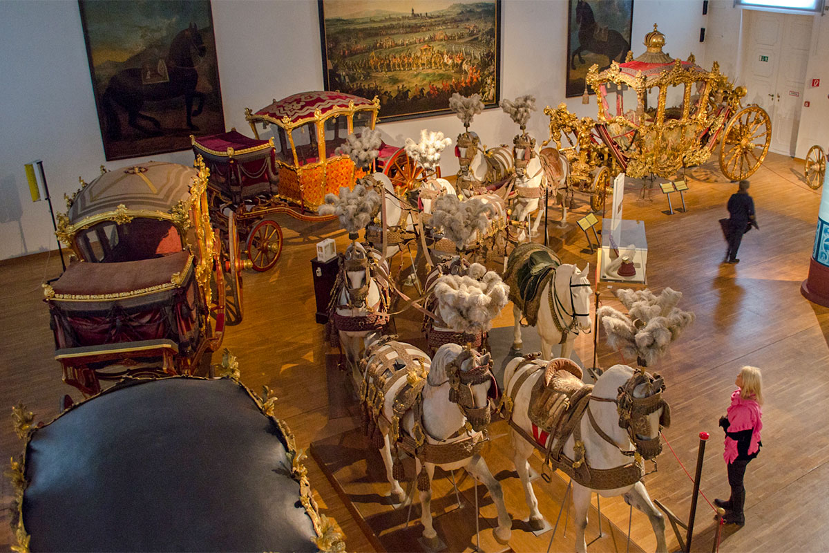 Свадебный кортеж Франца Иосифа и Сисси с экипажем, расписанным Рубенсом, по праву считается жемчужиной коллекции музея карет.