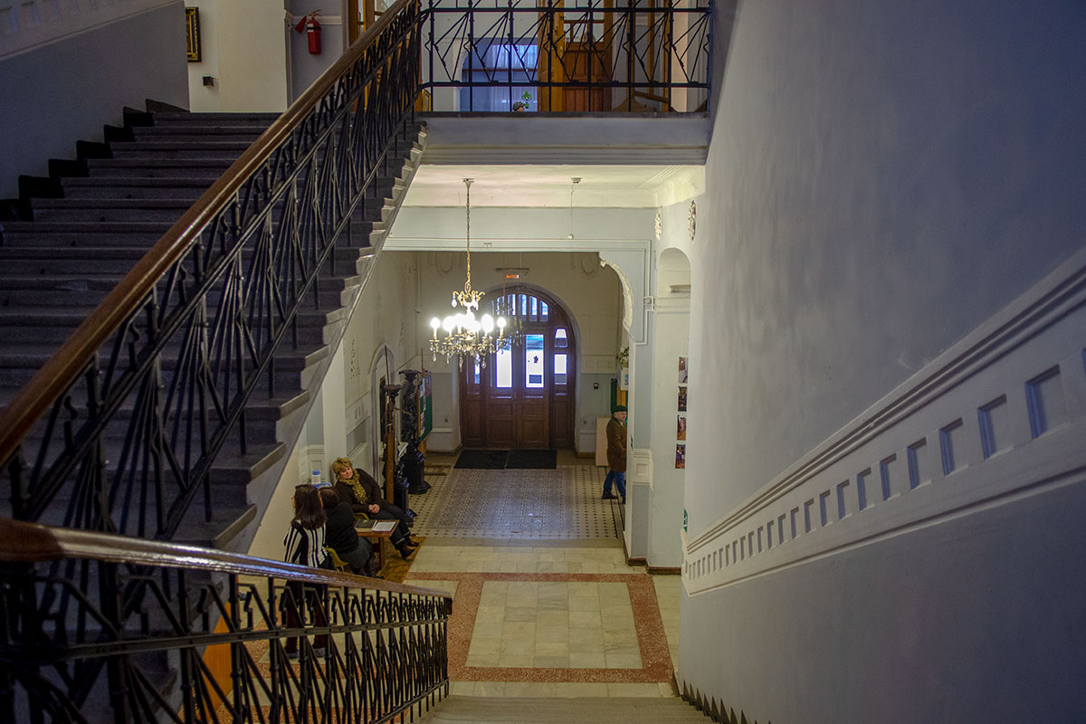 Выстроенное еще до революций здание картинной галереи имени Савицкого ранее занимал банк, затем – партийные и советские органы губернии и области.