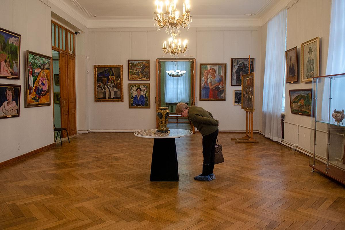 Отдельным разделом картинная галерея имени Савицкого представляет работы известнейшего авангардиста, уроженца губернии Аристарха Лентулова.