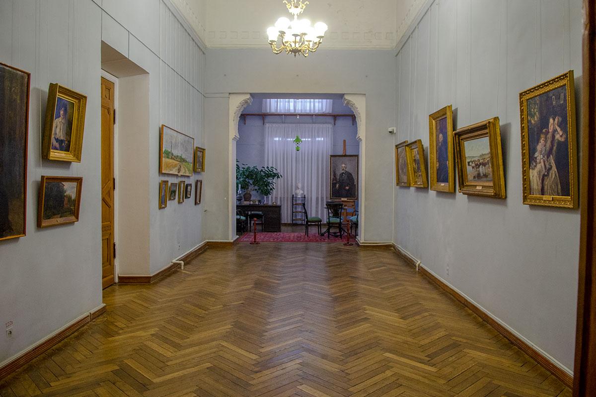 Произведения первого директора учреждения занимают в картинной галерее имени Савицкого почетное место, представляя все его творчество.