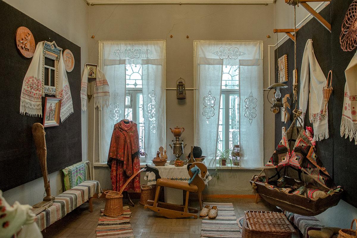 Наряду с демонстрацией видов искусства, пензенский музей народного творчества воссоздает обстановку типичного крестьянского жилища.