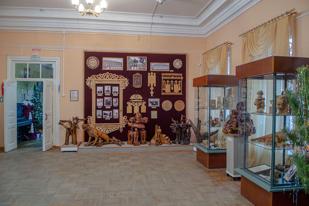 Переданная в пензенский музей народного творчества в момент его основания коллекция деревянной скульптуры пополняется современными работами.
