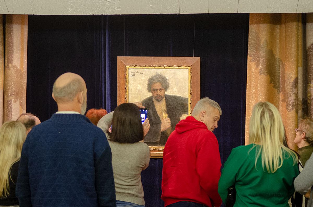 После просмотра киноленты Неожиданный Репин посетителям предоставляется возможность досконального осмотра подлинного произведения художника.