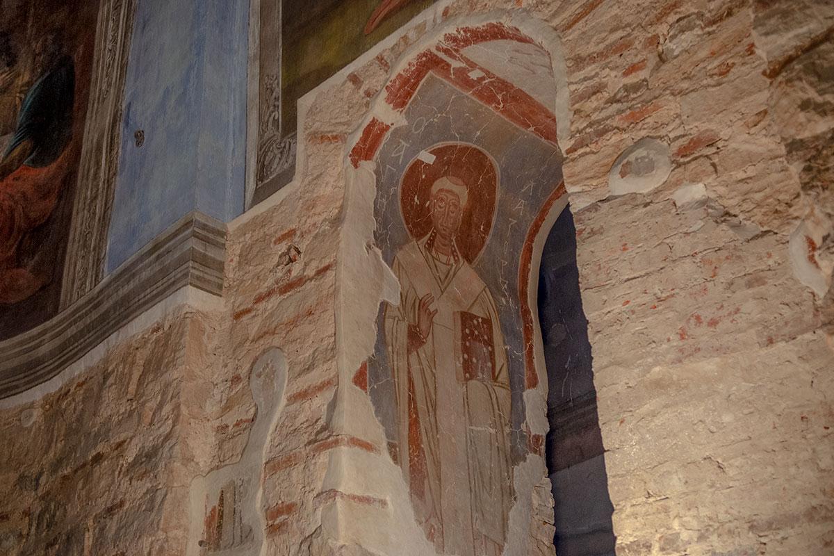Наиболее сохранившимся фрагментом первоначальной росписи Николо-Дворищенского собора остается изображение Лазаря, воскрешенного Иисусом Христом.