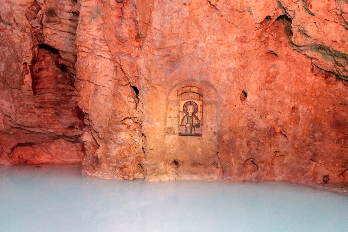 Дважды торжественно освящался тоннель на озеро Провал, дважды на скале укрепляли святой образ целителя Пантелеймона.