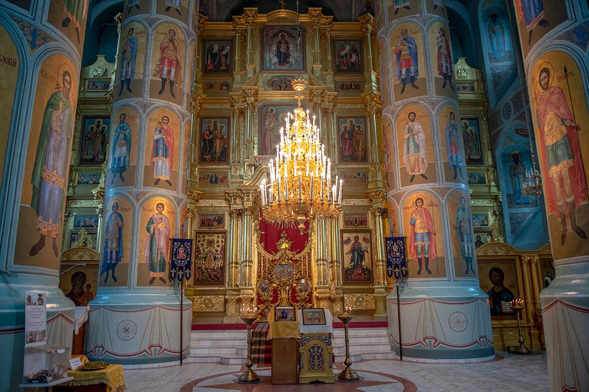 Внутренним убранством и росписями Успенский собор Коломны полностью соответствует высокому статусу кафедрального храма города.