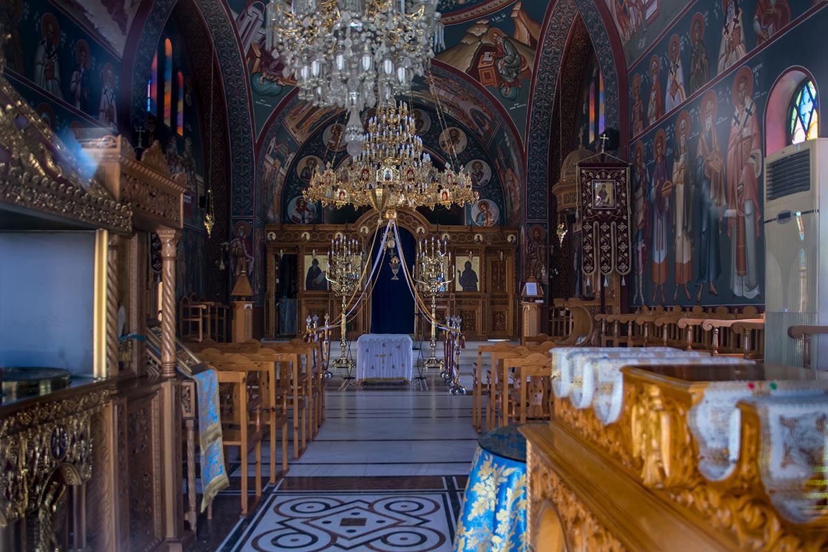 По своему живописному внутреннему убранству церковь Святого Герасимоса в небольшом населенном пункте превосходит все ожидания.