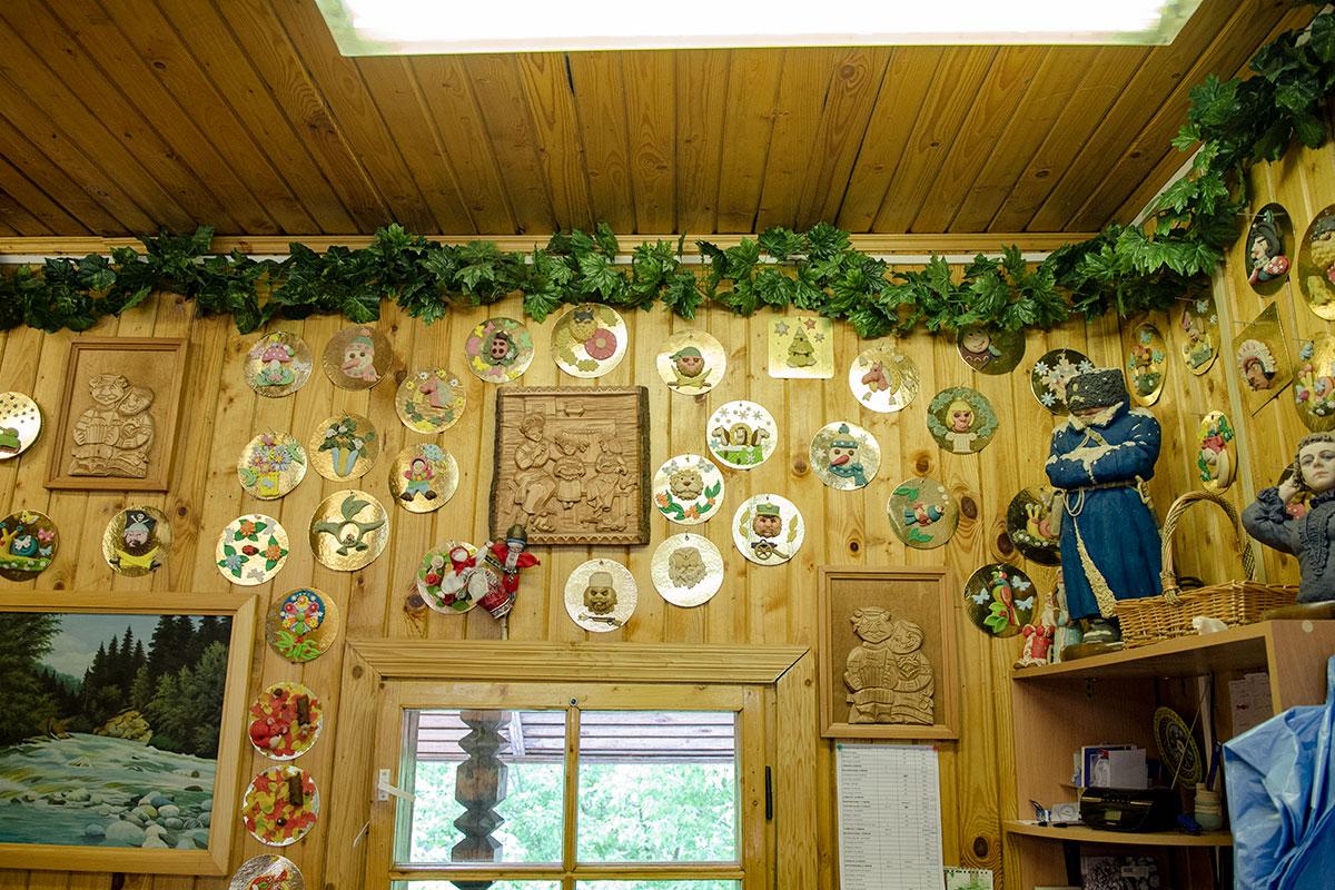 Собственной экспозицией мастерская Сладкарня демонстрирует разнообразие изобразительных возможностей, которыми обладает лепка из марципана.