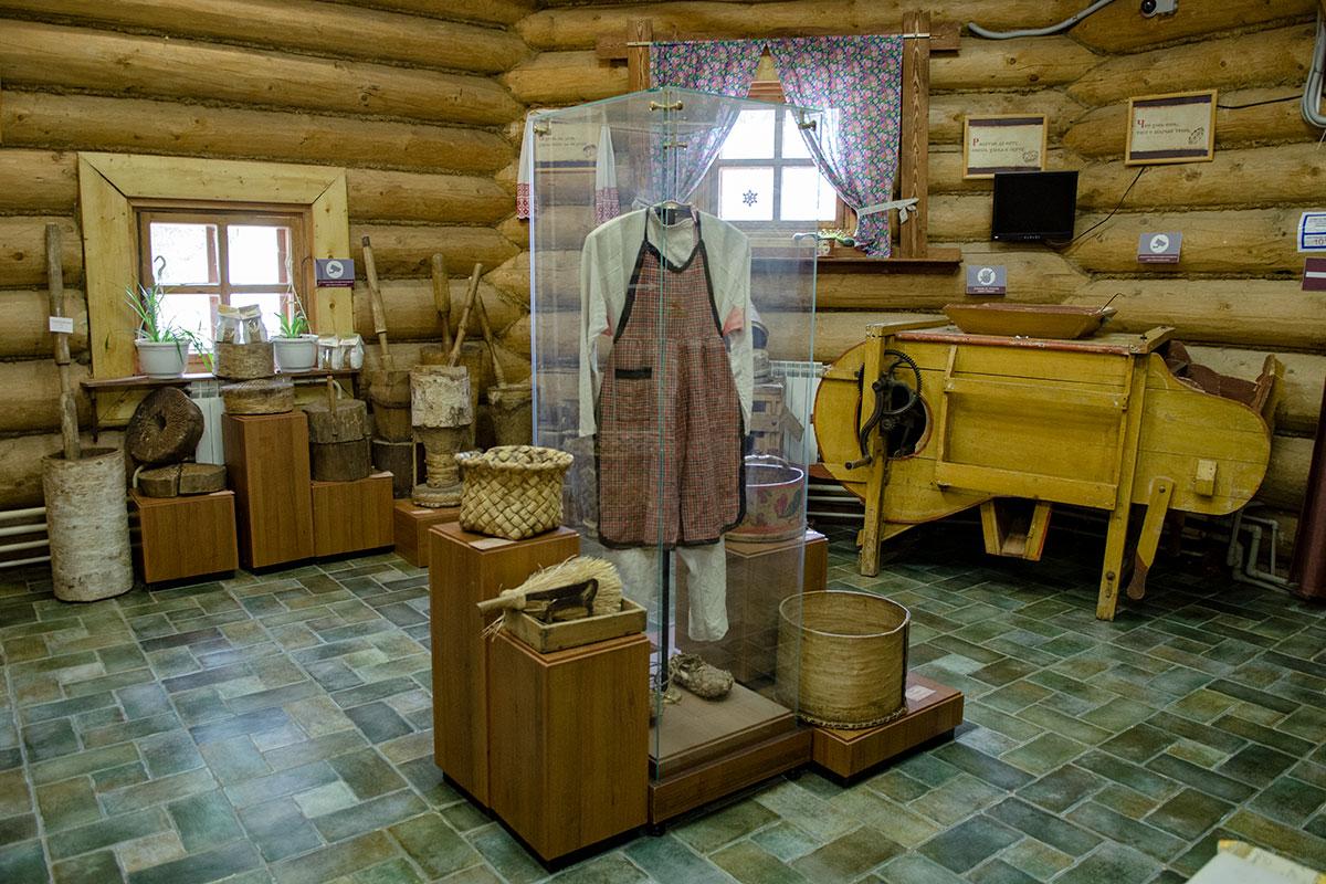 Среди прочих экспонатов Музей хлеба в Измайловском Кремле показывает громоздкую старую машину для вымешивания мучного теста.