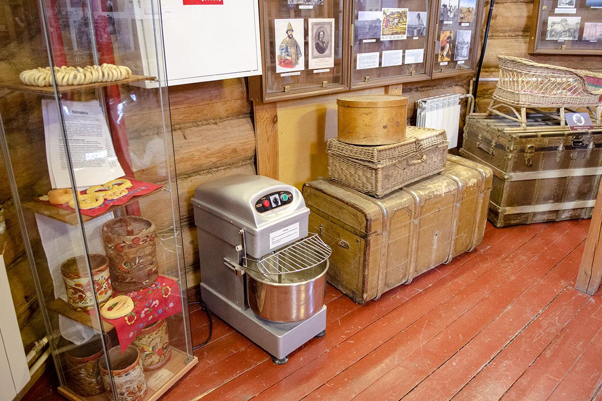 Историческая экспозиция на стендах Музея хлеба в Измайловском Кремле соседствует с вещами и механизмами, имеющими отношение к заявленной тематике.