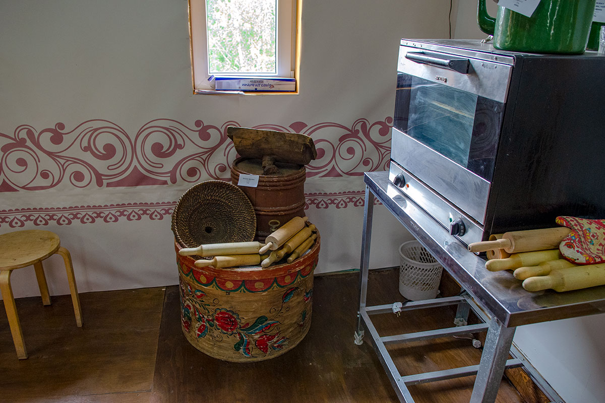 Для проведения мастер-классов Музей хлеба в Измайловском Кремле имеет электрическую духовку, а главные инструменты – деревянные скалки.