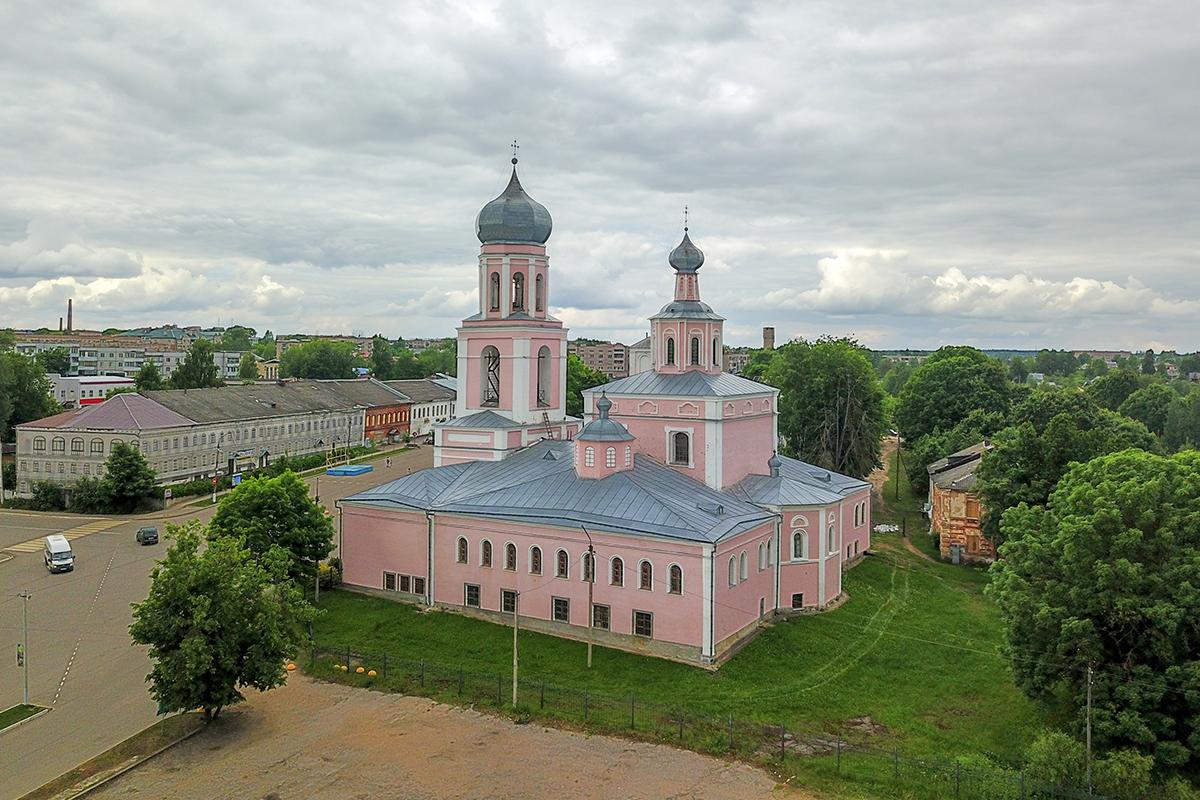 Расположенный на почтовом тракте между Москвой и Петербургом, Троицкий собор в Валдае посещался множеством известнейших личностей.
