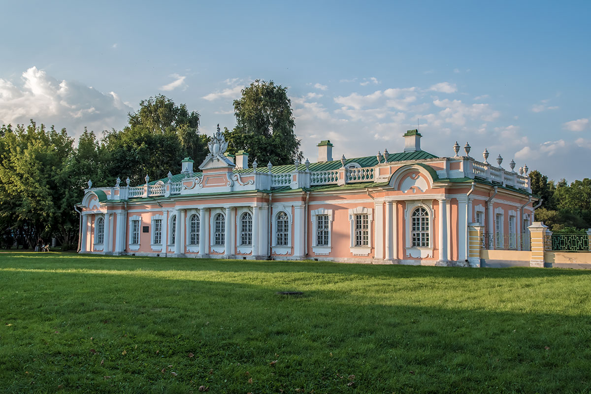 Хозяйственный корпус усадьбы Кусково, построенный Федором Аргуновым Кухонный флигель, имеет облик, приближенный к дворцовому.