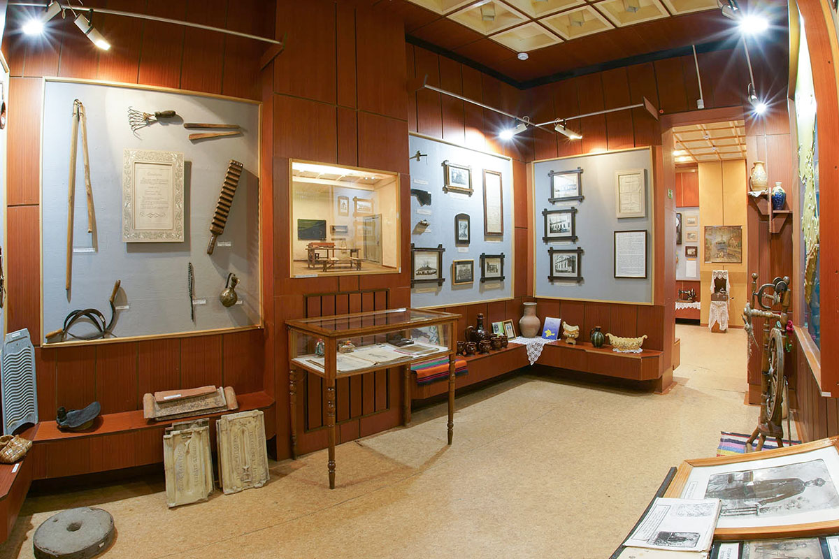 Краеведческий музей поселка Советское воссоздает историю поселения начиная с археологических находок и первых сведений о заселении территории.