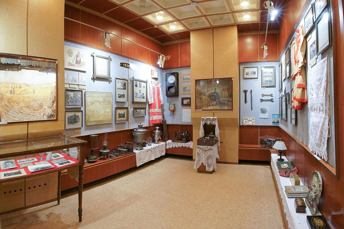 Исторический период между русскими революциями и войной с Германией краеведческий музей поселка Советский освещает наиболее предметно.